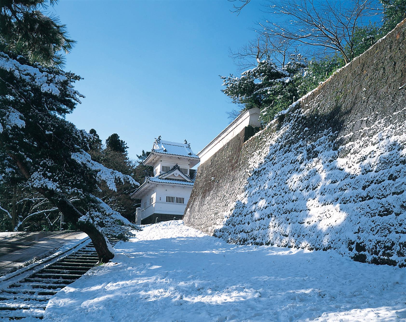 No.010281 仙台(青葉)城「雪の隅櫓」