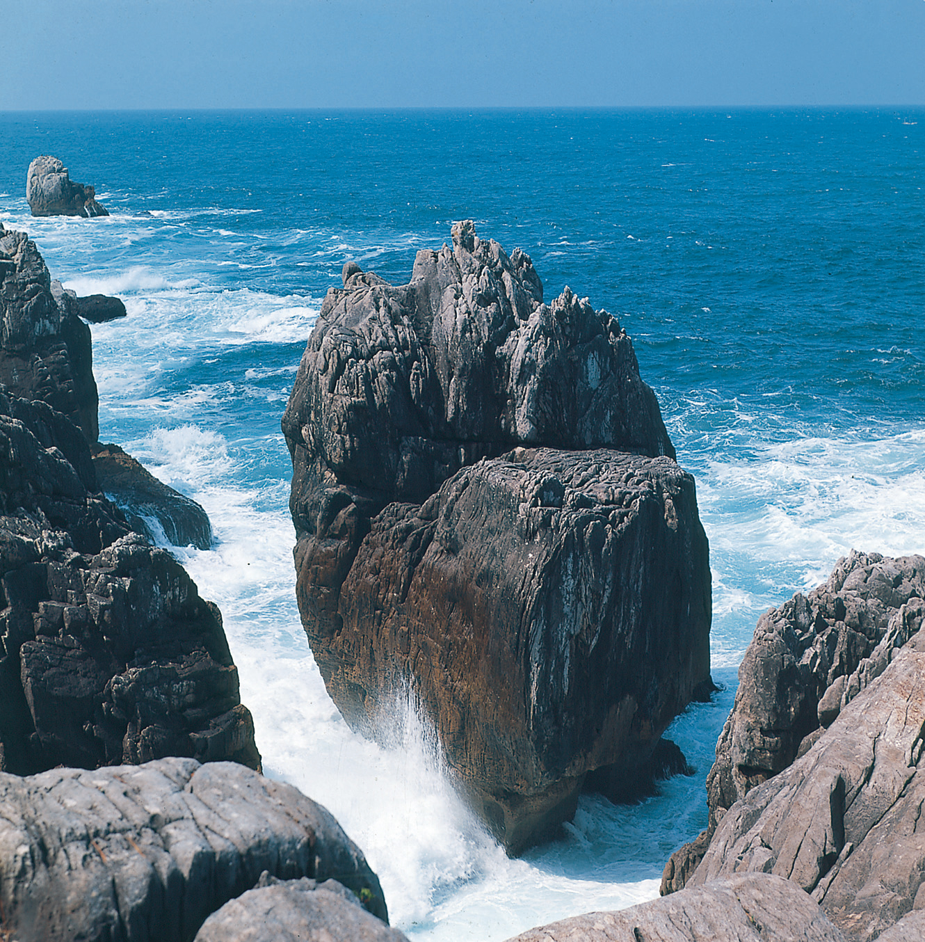 No.040038 唐桑半島トンネル岩